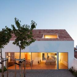 extrastudio . Three courtyard house .  Pinheiros de Azeitao (12)