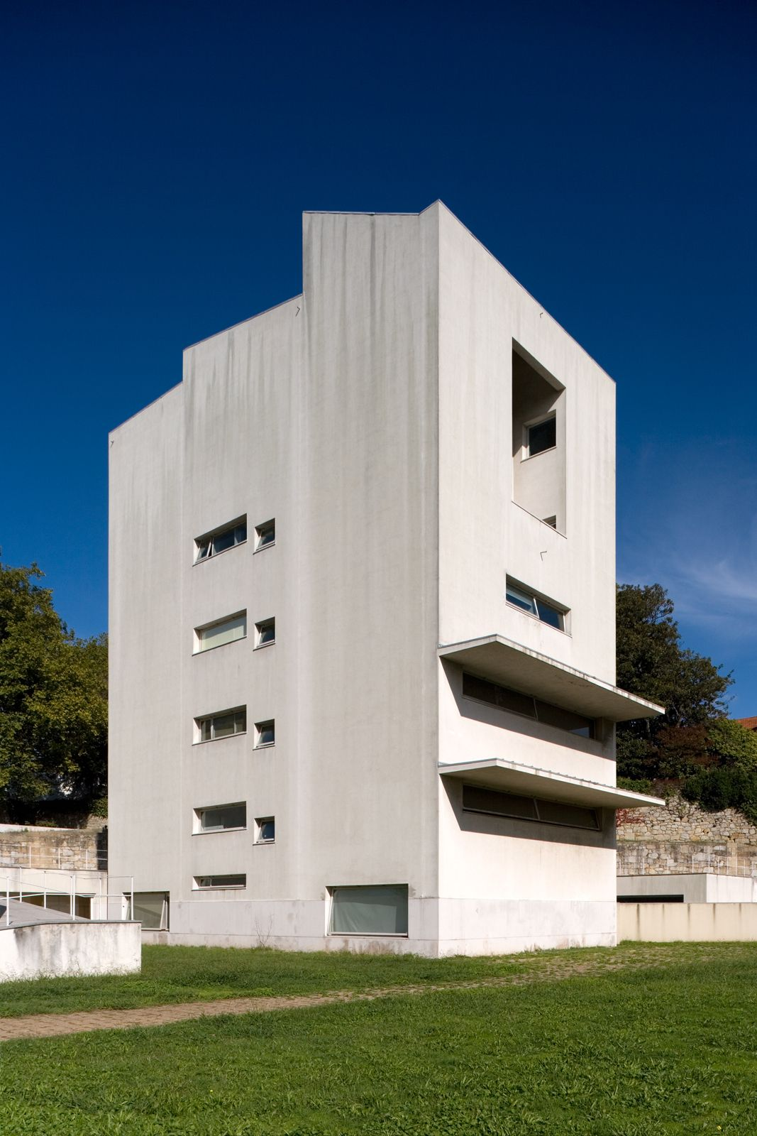 Álvaro Siza  . Faculty of Architecture . Porto  (1)