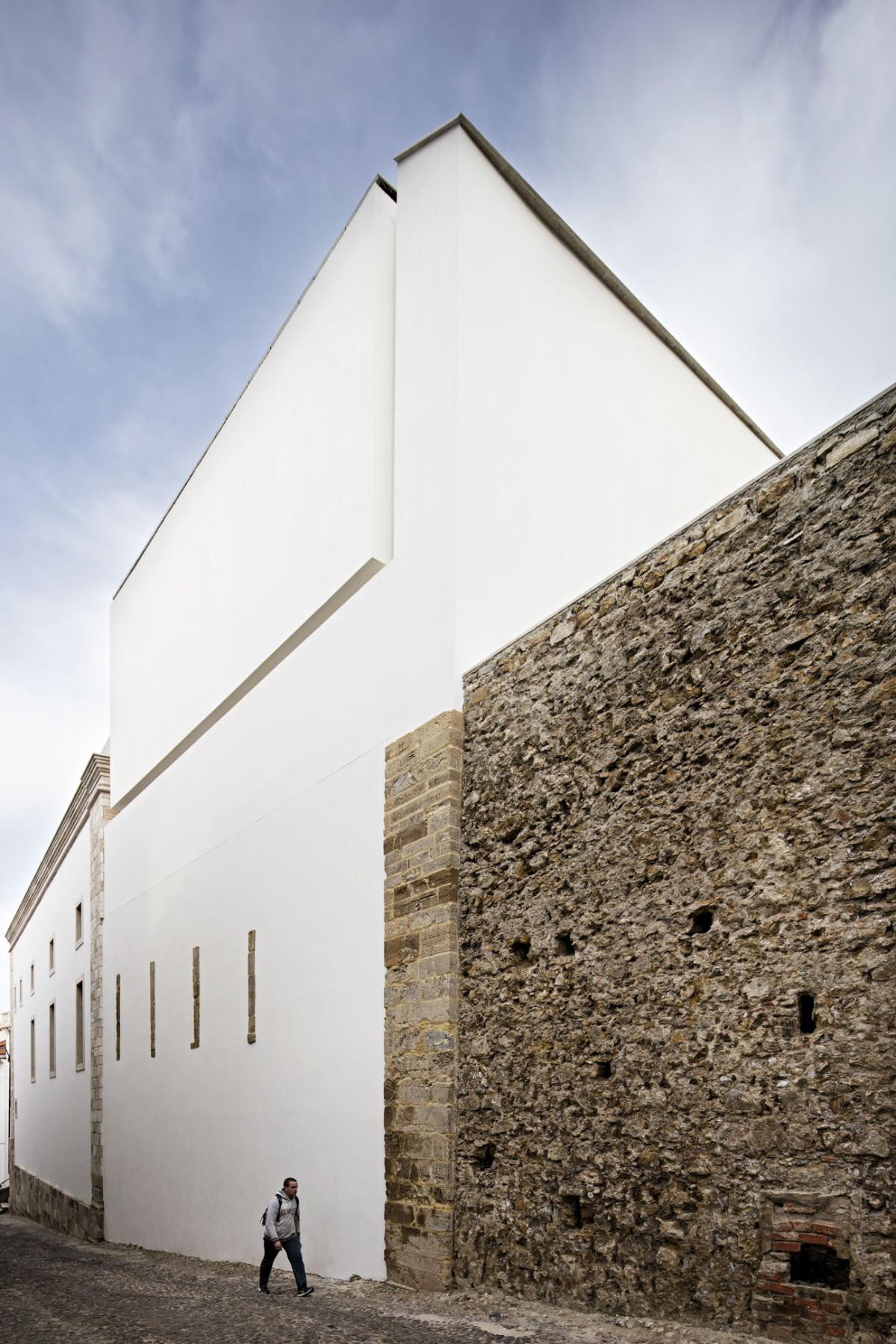 Aires Mateus . Renovation of the Trinity College - European College . Coimbra (6)
