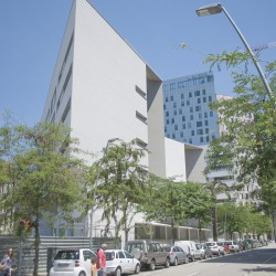 Bonell i Gil . peris+toral . Collective housing for elderly people and civic and health centre . Barcelona (2)