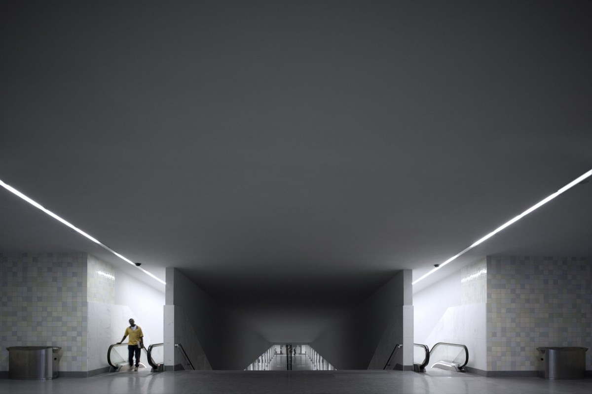 Álvaro Siza  . São Bento subway station . Porto (1)