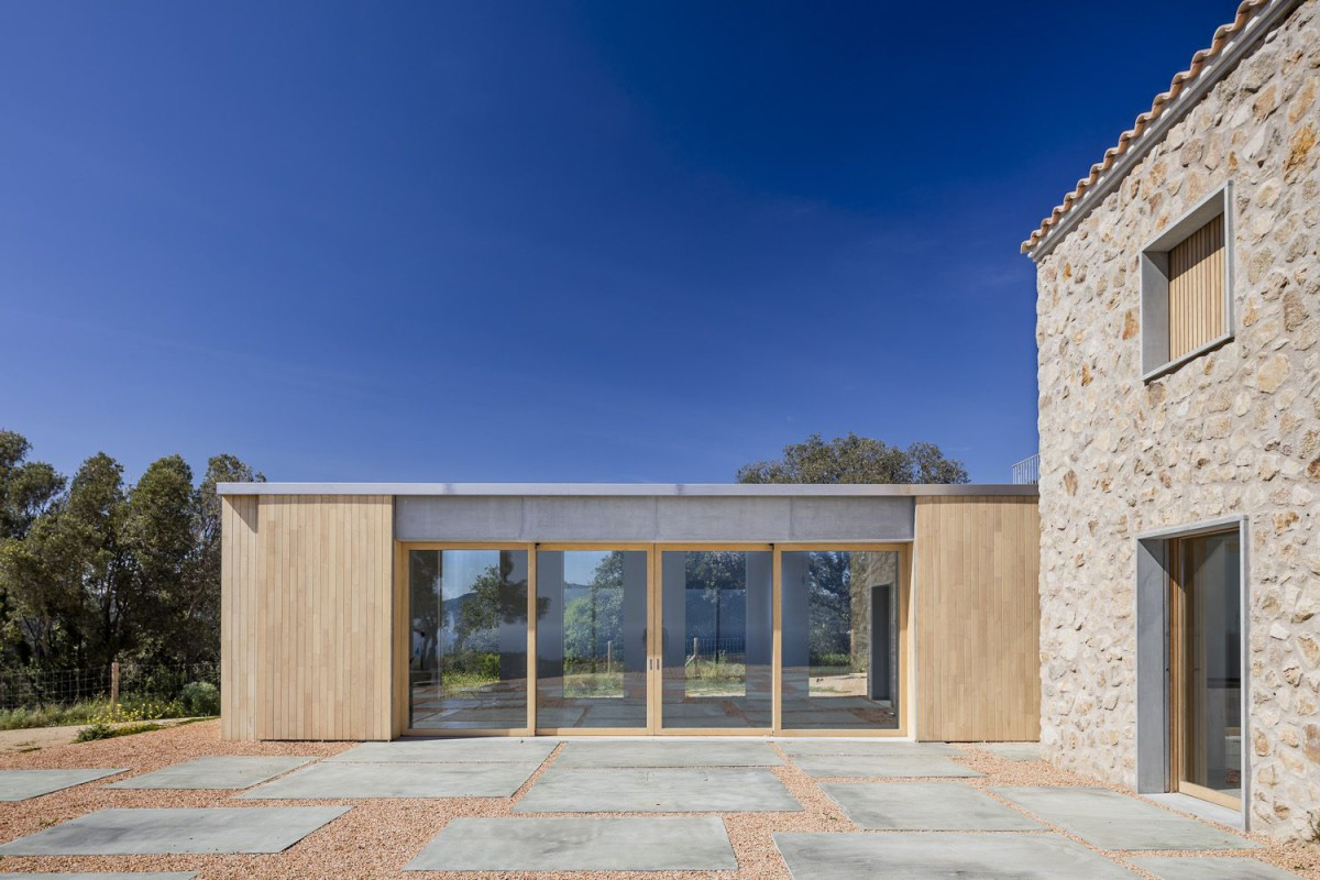 05 AM . REBUILD AND EXTENSION OF A COUNTRY HOUSE . Castell-Platja d'Aro (1)