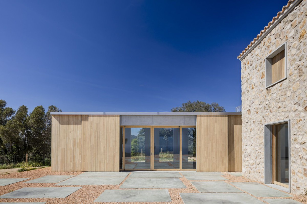 05 AM . REBUILD AND EXTENSION OF A COUNTRY HOUSE . Castell-Platja d'Aro (2)