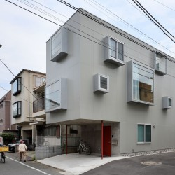 Ryu Mitarai . House in the windows . Tokyo (1)
