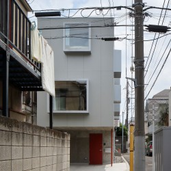 Ryu Mitarai . House in the windows . Tokyo (2)