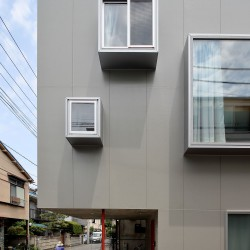 Ryu Mitarai . House in the windows . Tokyo (3)