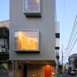 Ryu Mitarai . House in the windows . Tokyo (4)
