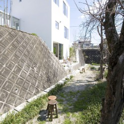 studio velocity . House with Retaining Wall of the Town . Mie (2)