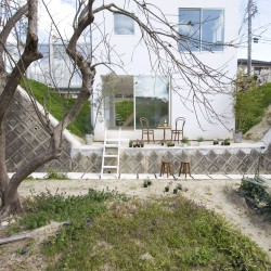 studio velocity . House with Retaining Wall of the Town . Mie (3)