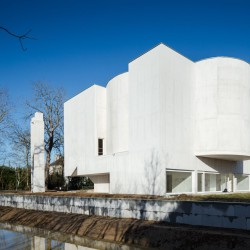 Alvaro Siza . Church of Saint-Jacques de la Lande . Rennes (1)