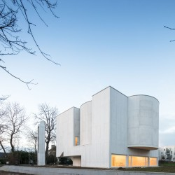 Alvaro Siza . Church of Saint-Jacques de la Lande . Rennes (19)