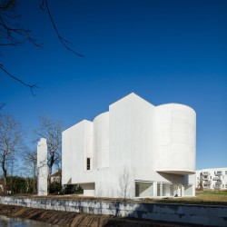 Alvaro Siza . Church of Saint-Jacques de la Lande . Rennes (2)