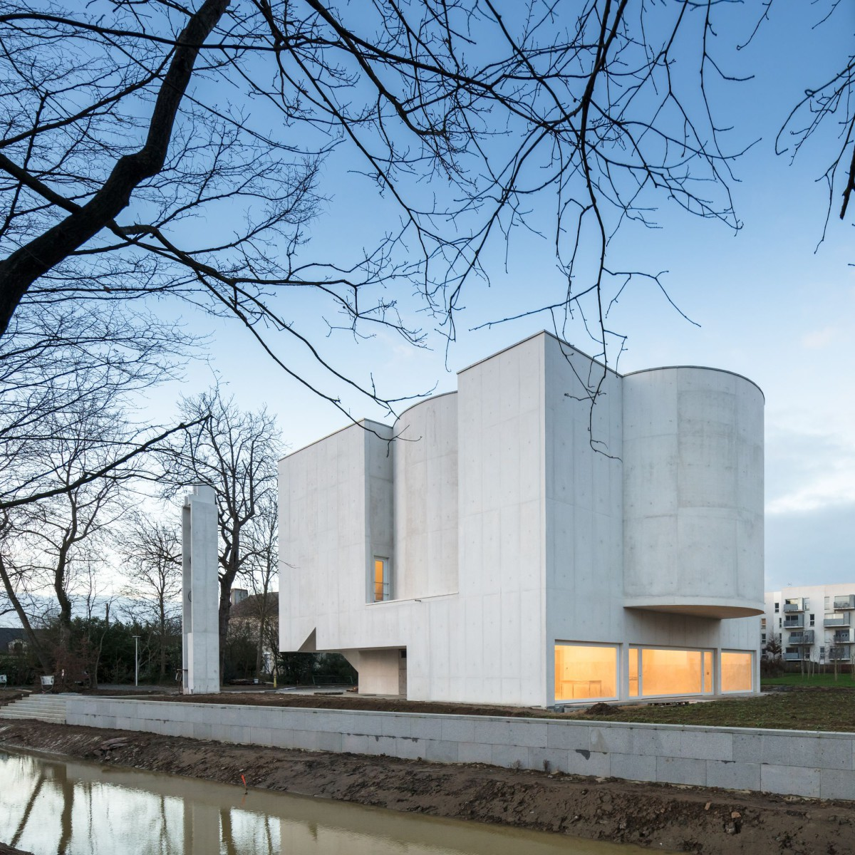 Alvaro Siza . Church of Saint-Jacques de la Lande . Rennes (21)
