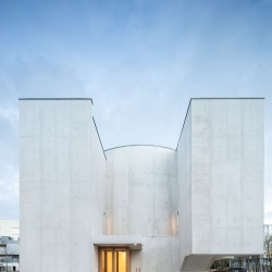 Alvaro Siza . Church of Saint-Jacques de la Lande . Rennes (29)