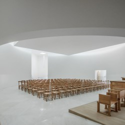 Alvaro Siza . Church of Saint-Jacques de la Lande . Rennes (54)