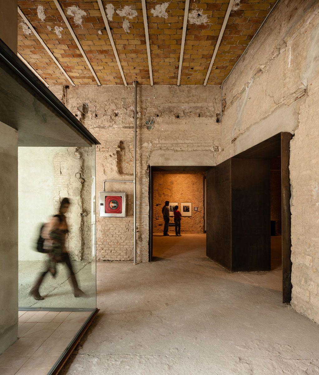Sol89 . Contemporary art space in a former convent . Sevilla (5)
