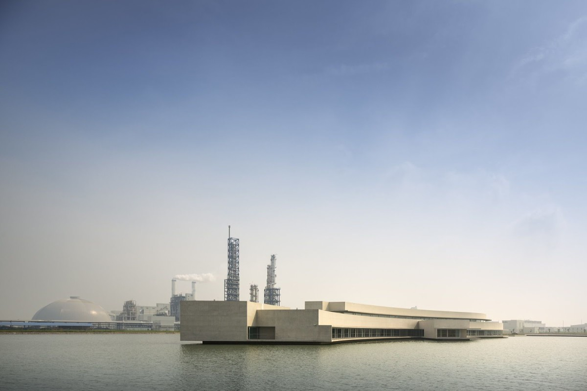 Alvaro Siza - THE BUILDING ON THE WATER SHIHLIEN CHEMICAL (1)
