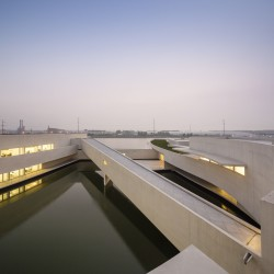 Alvaro Siza - THE BUILDING ON THE WATER SHIHLIEN CHEMICAL (34)