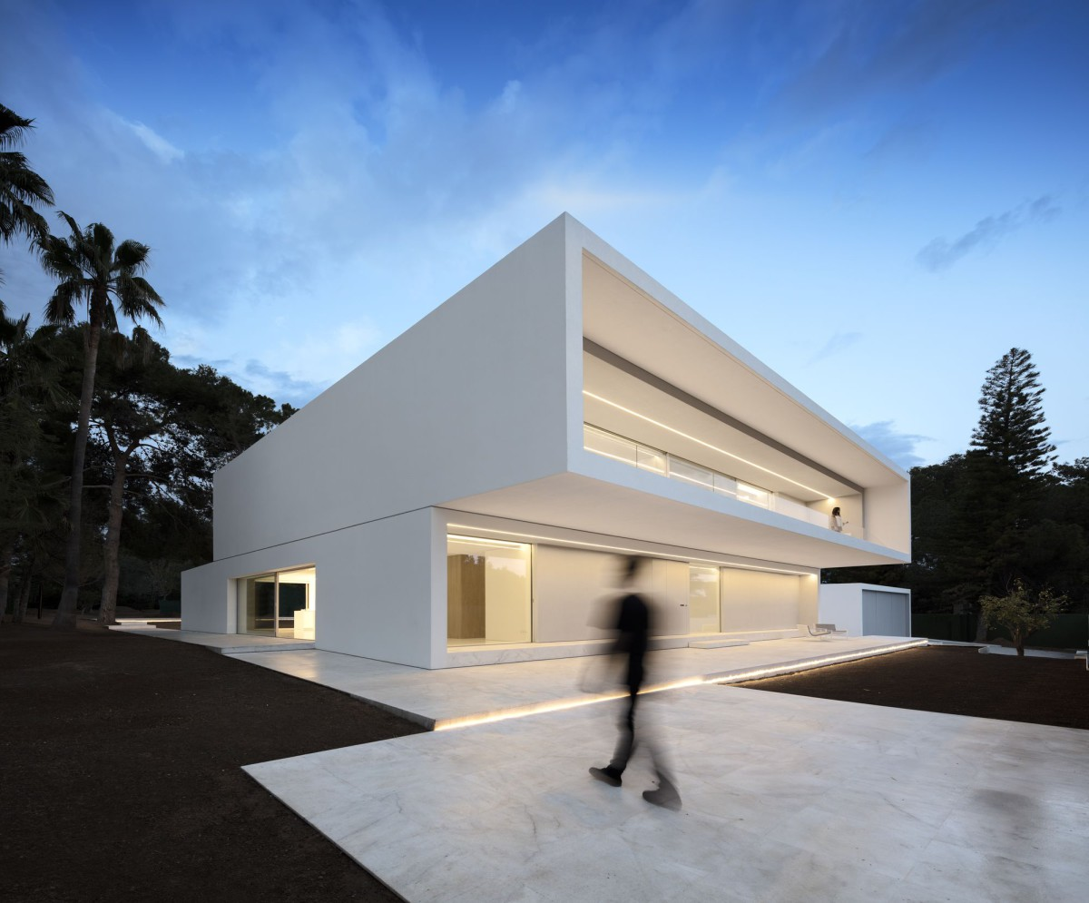 Fran Silvestre . HOUSE BETWEEN THE PINE FOREST . PATERNA (1)