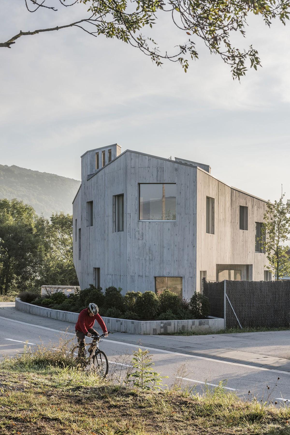 unparelld'arquitectes . La casa cáscara de Marunys . Sant Joan les Fonts (3)