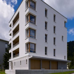 S E M A D E N I . Mehrfamilienhaus . Davos (10)