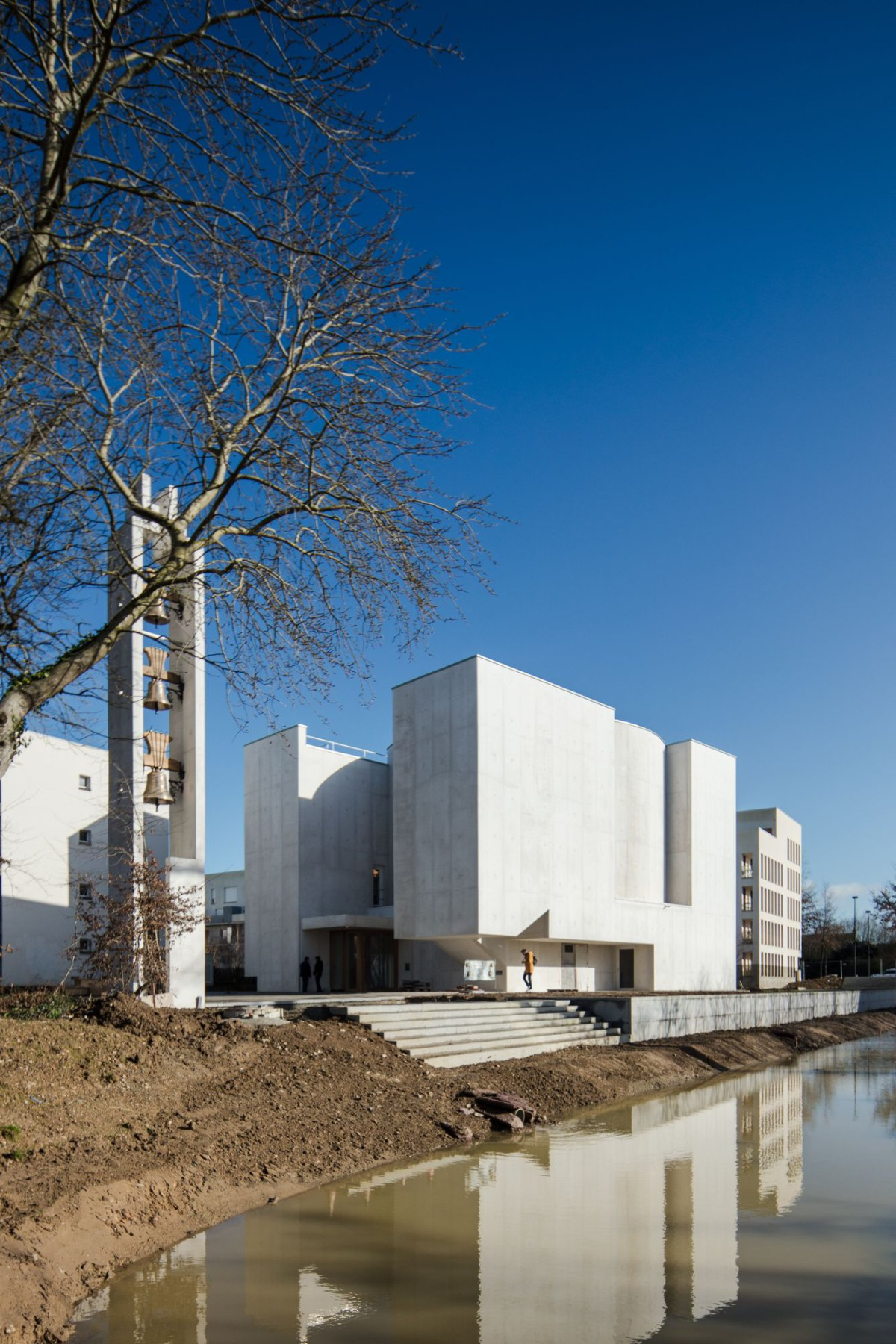 Alvaro Siza . Church of Saint-Jacques de la Lande . Rennes (10)
