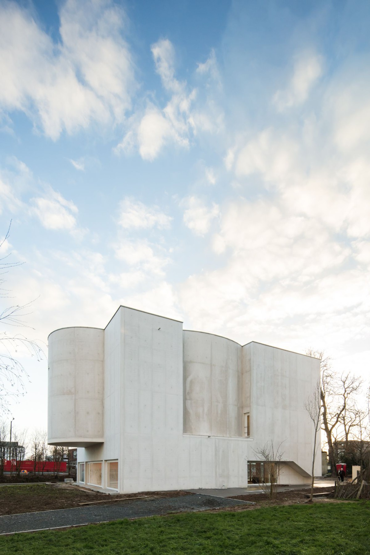 Alvaro Siza . Church of Saint-Jacques de la Lande . Rennes (17)
