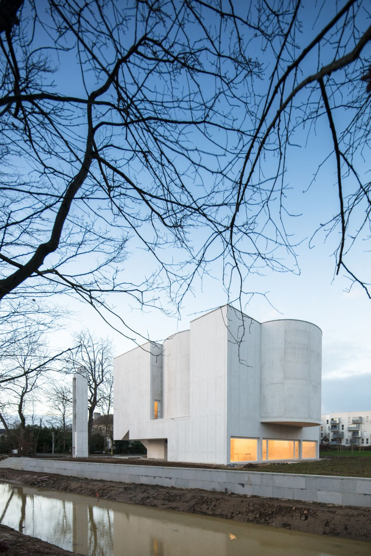 Alvaro Siza . Church of Saint-Jacques de la Lande . Rennes (23)