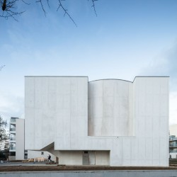 Alvaro Siza . Church of Saint-Jacques de la Lande . Rennes (24)