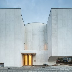 Alvaro Siza . Church of Saint-Jacques de la Lande . Rennes (28)