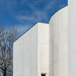 Alvaro Siza . Church of Saint-Jacques de la Lande . Rennes (32)