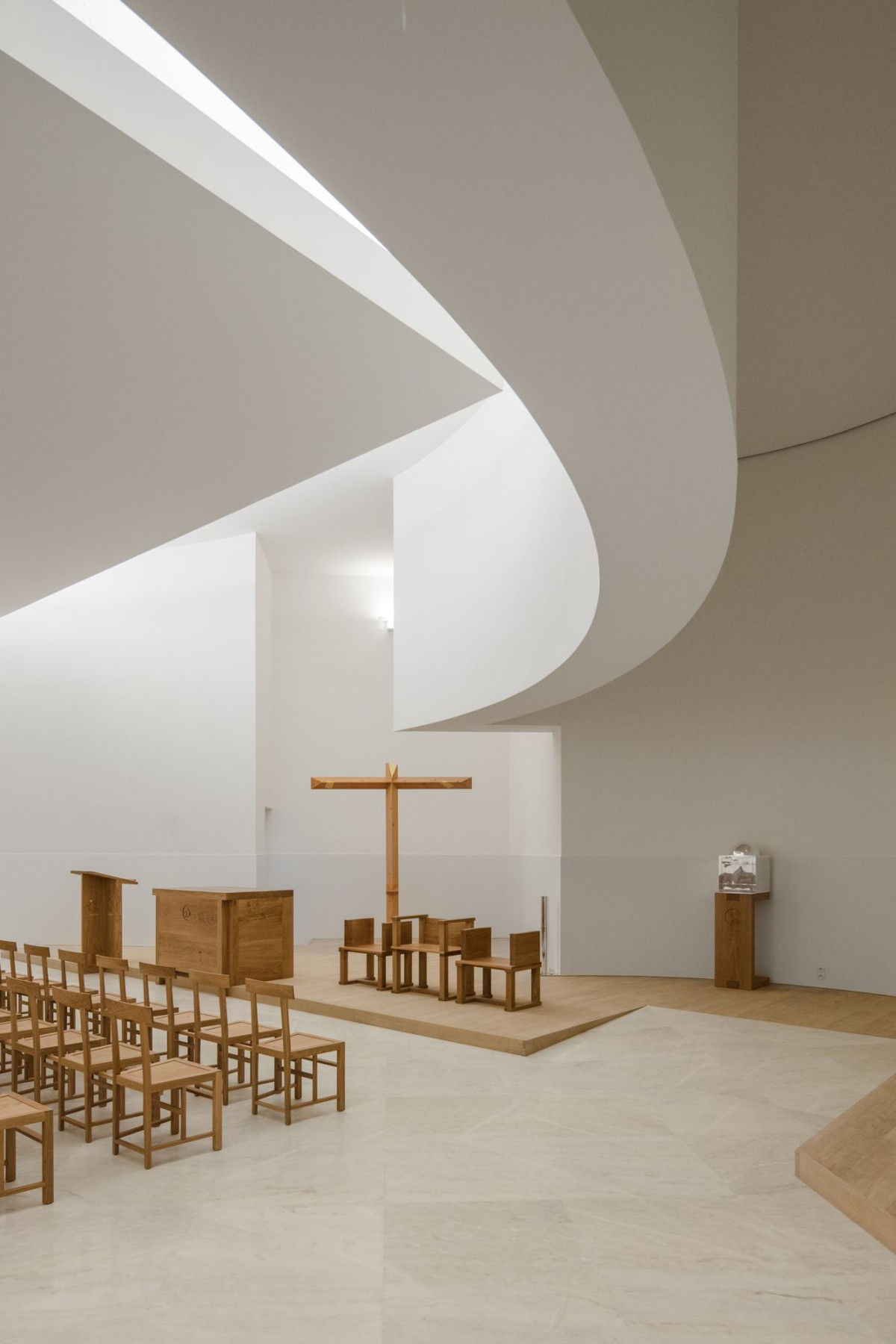 Alvaro Siza . Church of Saint-Jacques de la Lande . Rennes (40)