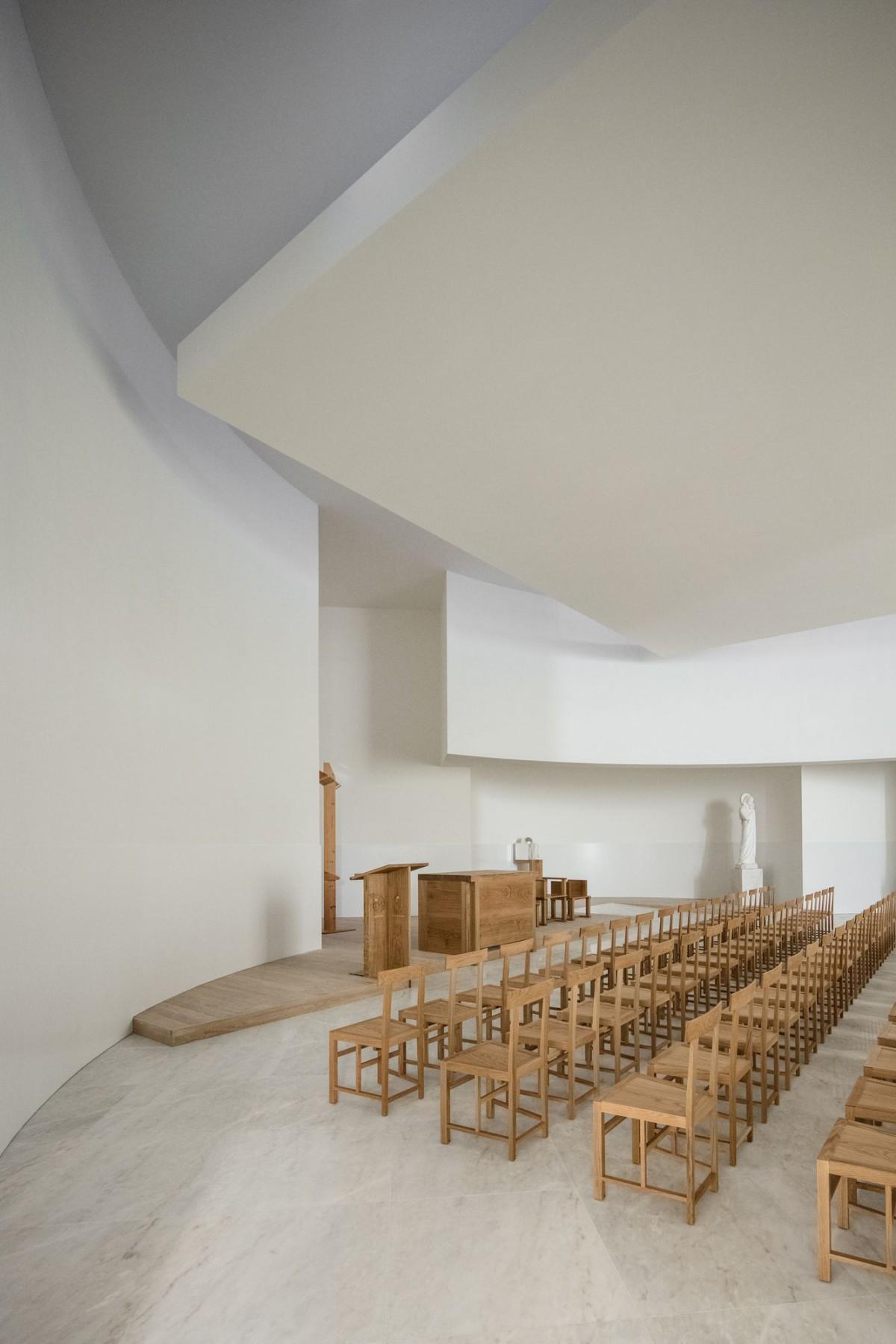 Alvaro Siza . Church of Saint-Jacques de la Lande . Rennes (55)