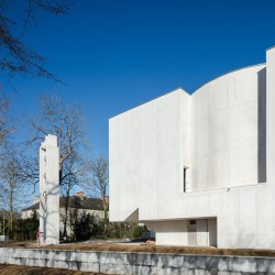 Alvaro Siza . Church of Saint-Jacques de la Lande . Rennes (6)