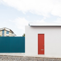 Fala Atelier . house with a curved wall . porto (1)