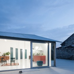 Fala Atelier . house with a curved wall . porto (5)