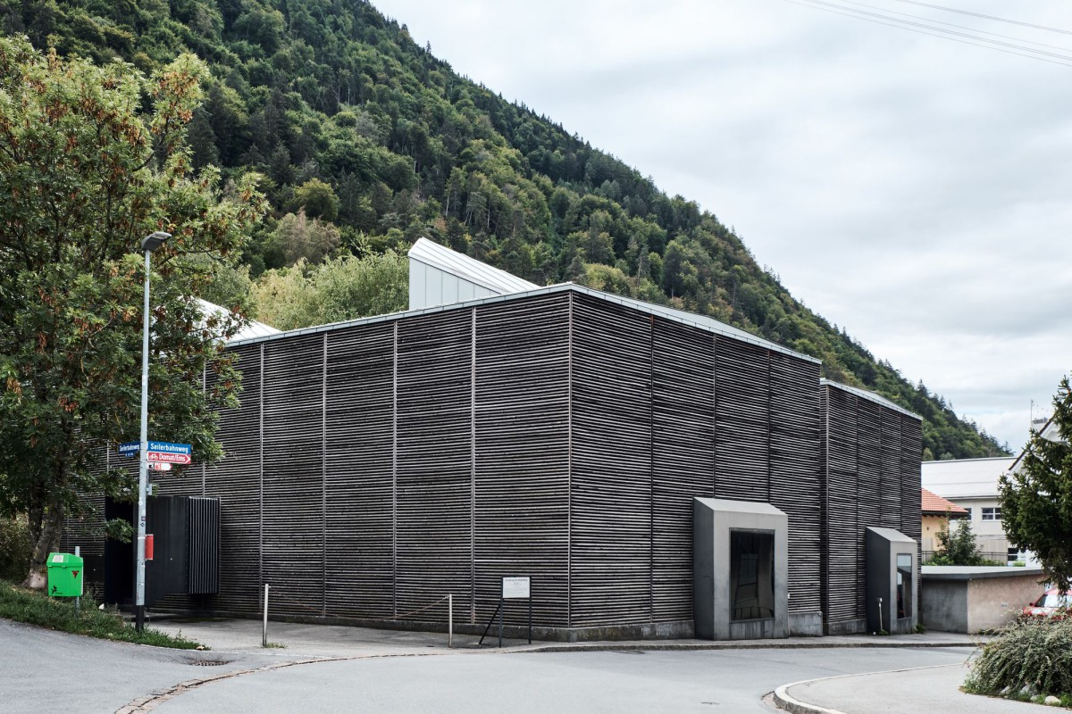 Peter Zumthor . Shelter for Roman Ruins .  Chur  (1)