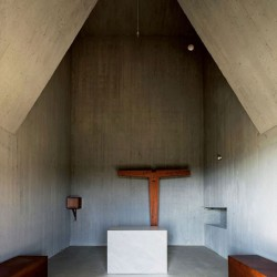 afasia siza . castanheira . a chapel in saya park (4)