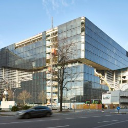 oma. Axel Springer Campus  . Berlin afasia (2)