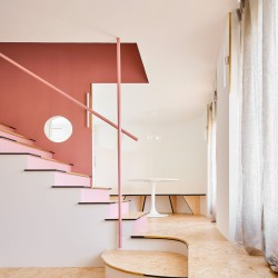 unparelld'arquitectes . Tres ventanas y una escalera. Olot afasia (3)