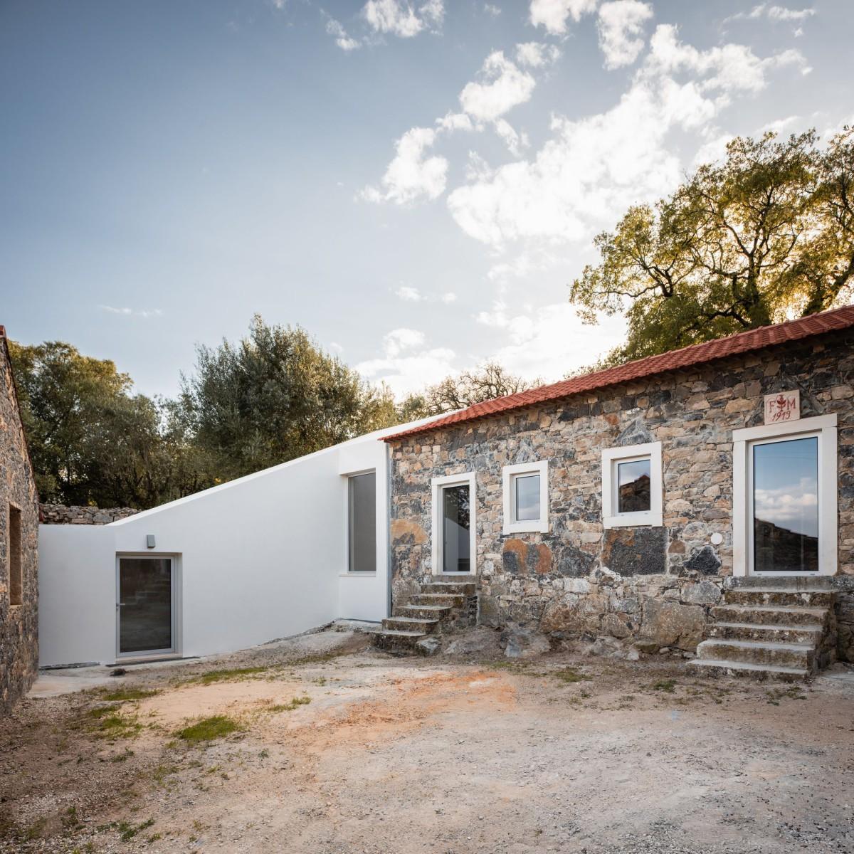 PHYD ARQUITECTURA . SO HOUSE . Porto de Mós afasia (4)