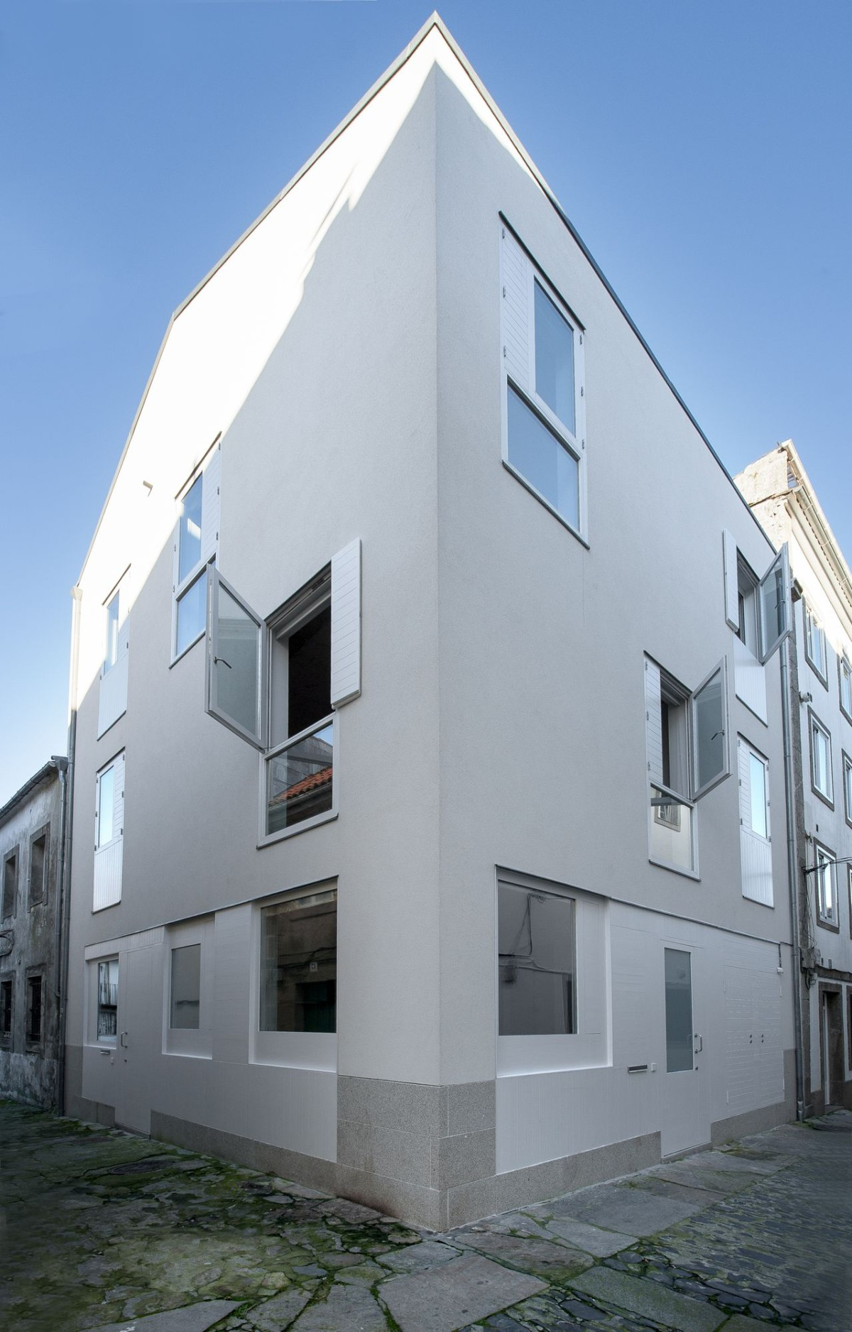 Rodríguez Blanco . Martínez Raído . Dos viviendas en Sta  Cristina . Santiago de Compostela afasia (2)
