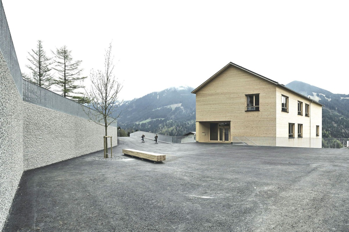 Bernardo Bader . School and hall for a village. Laterns afasia (1)