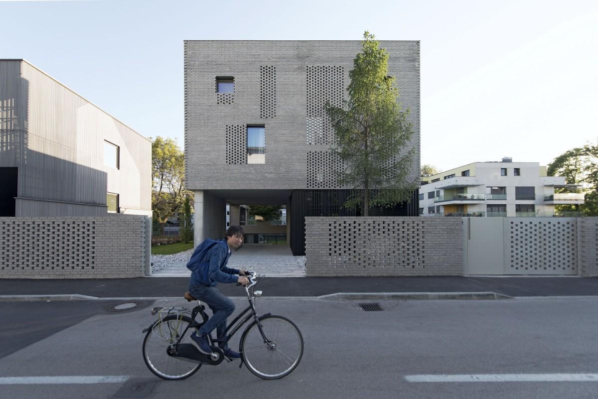 OFIS .STEP LEVEL HOUSE . Ljubljana Tomaz Gregoric afasia (1)