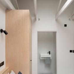 Bradley Van Der Straeten . Two and Half Storey House . London afasia (20)