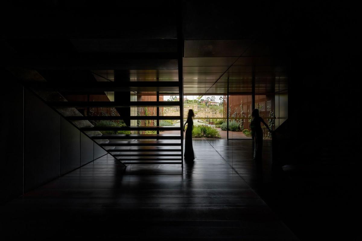 MMV Arquitectos . SUSPENDED MATTER BOX . Felgueiras afasia (19)
