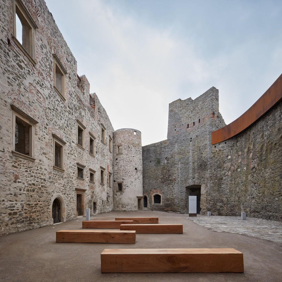 atelier-r . Helfštýn Castle Palace Reconstruction . Týn nad Bečvou BoysPlayNice afasia (11)